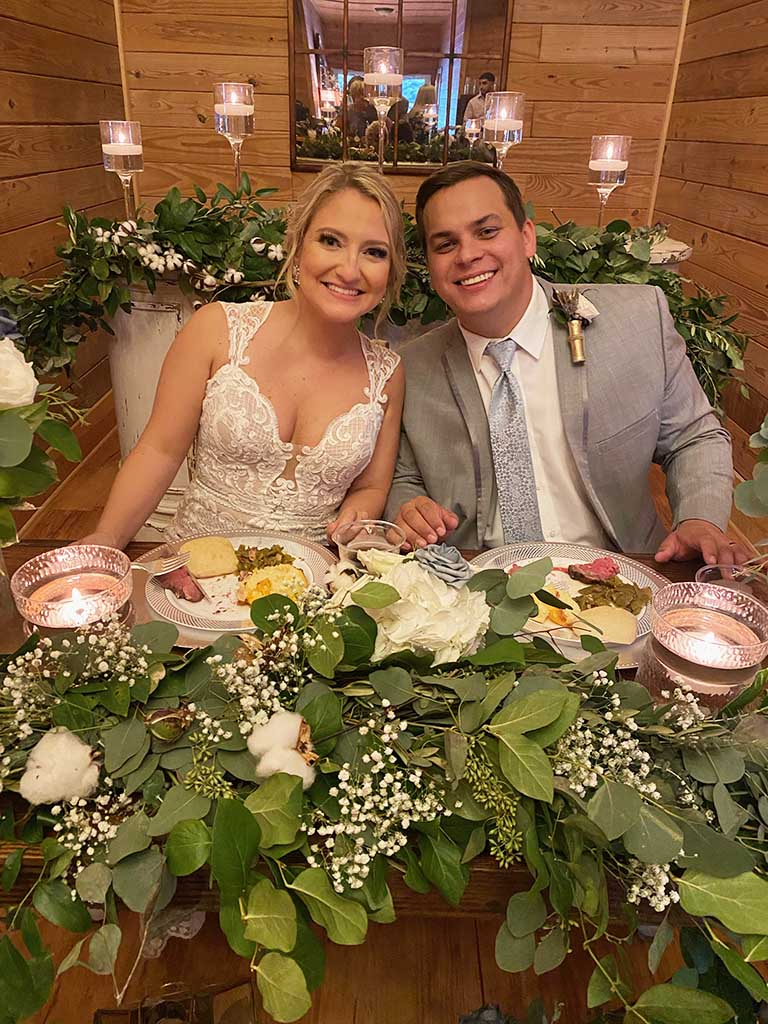 bride-and-groom-dining